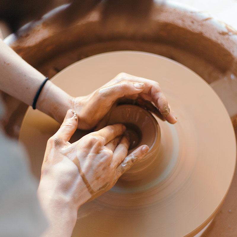 lavorazione al tornio ceramica faenza italia